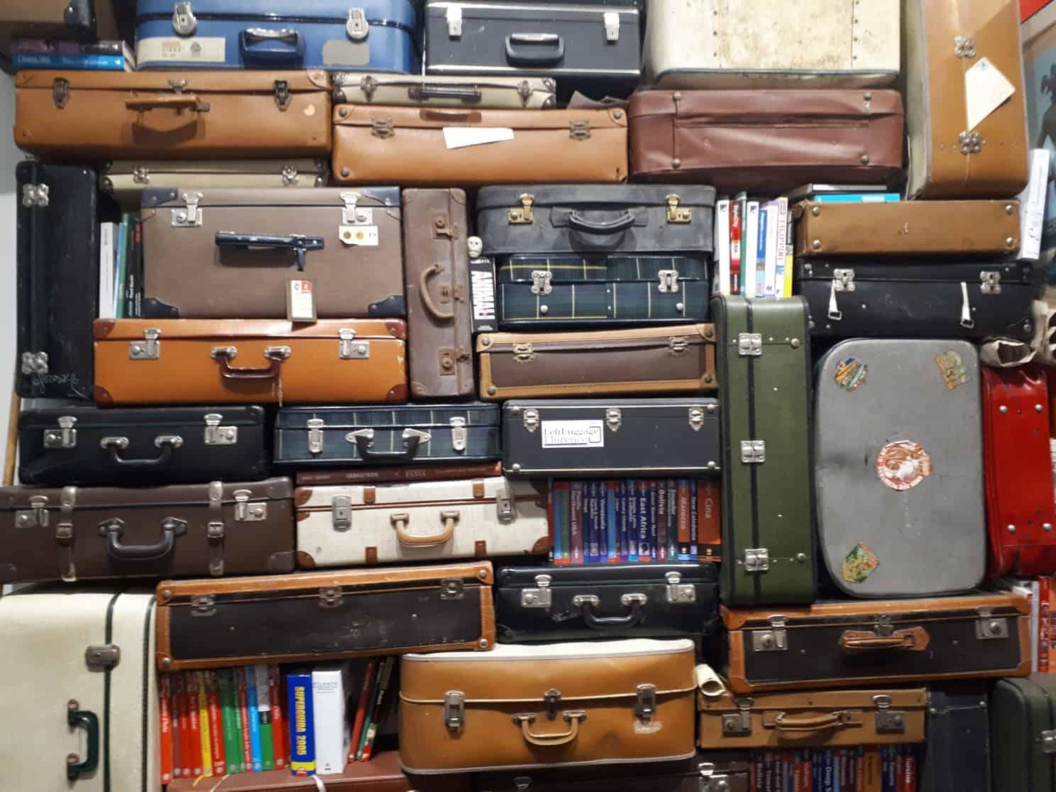 valigie parete sfondo